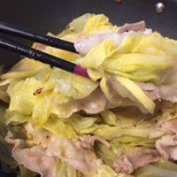 キャベツと豚バラ肉のレモン蒸し