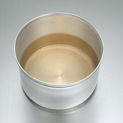 酸化皮膜(水道水に油をまぜて煮沸)